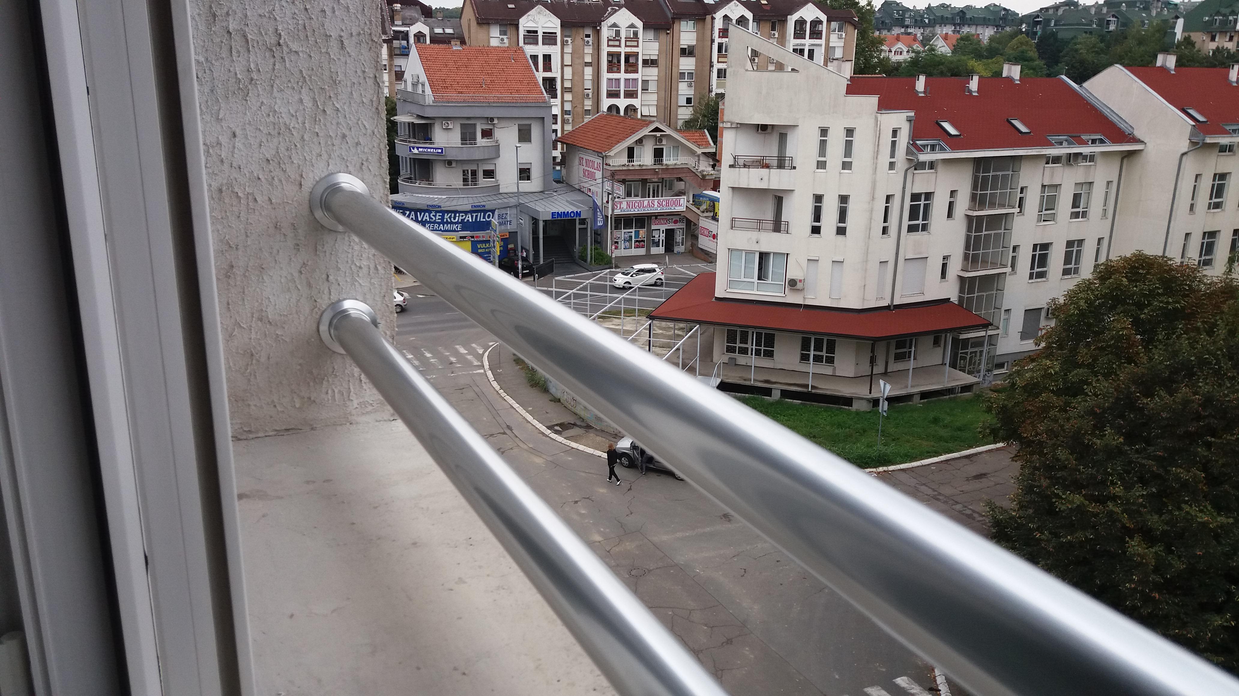 Aluminijumska ograda na prozoru