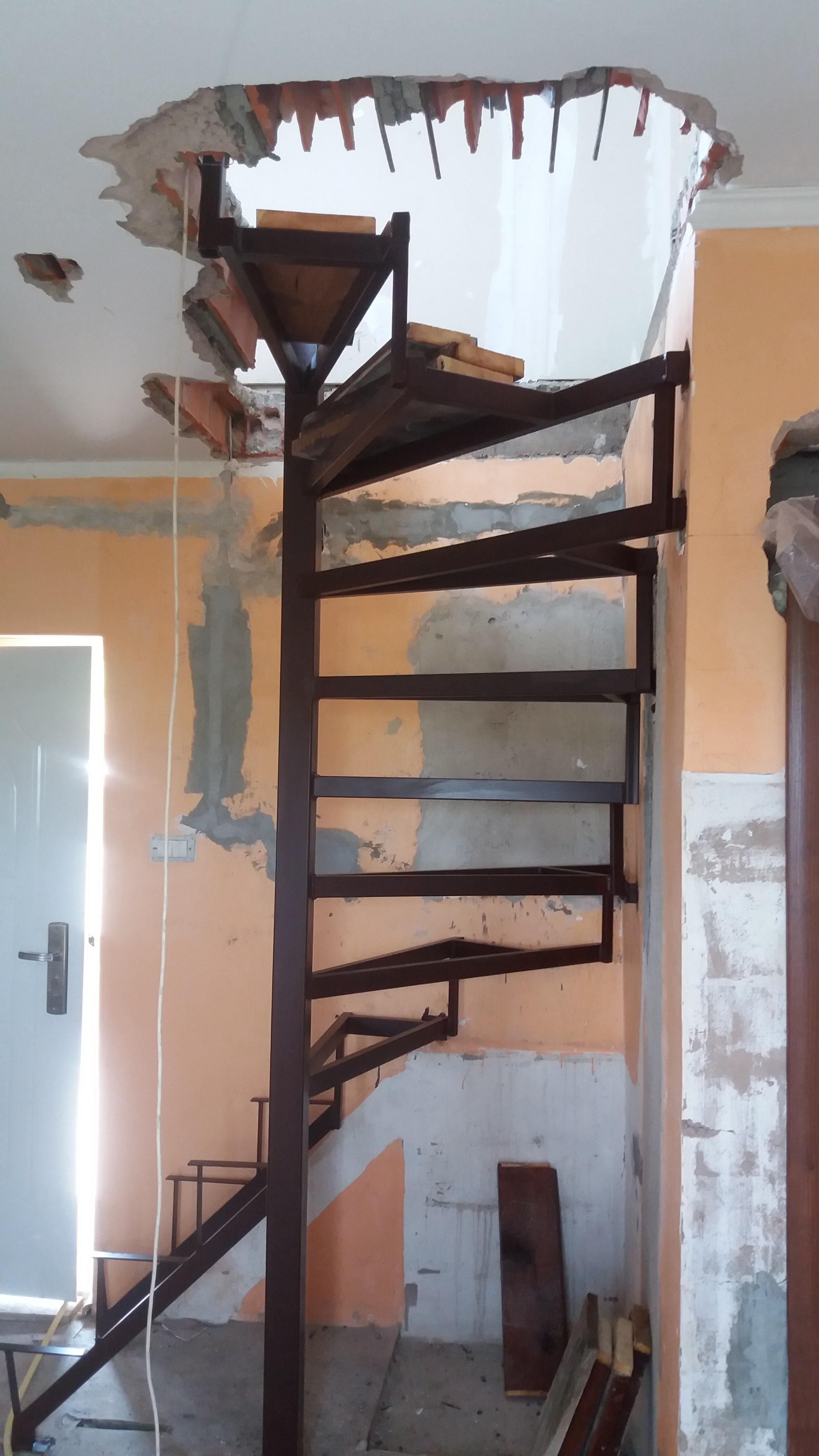 Metalne spiralne stepenice