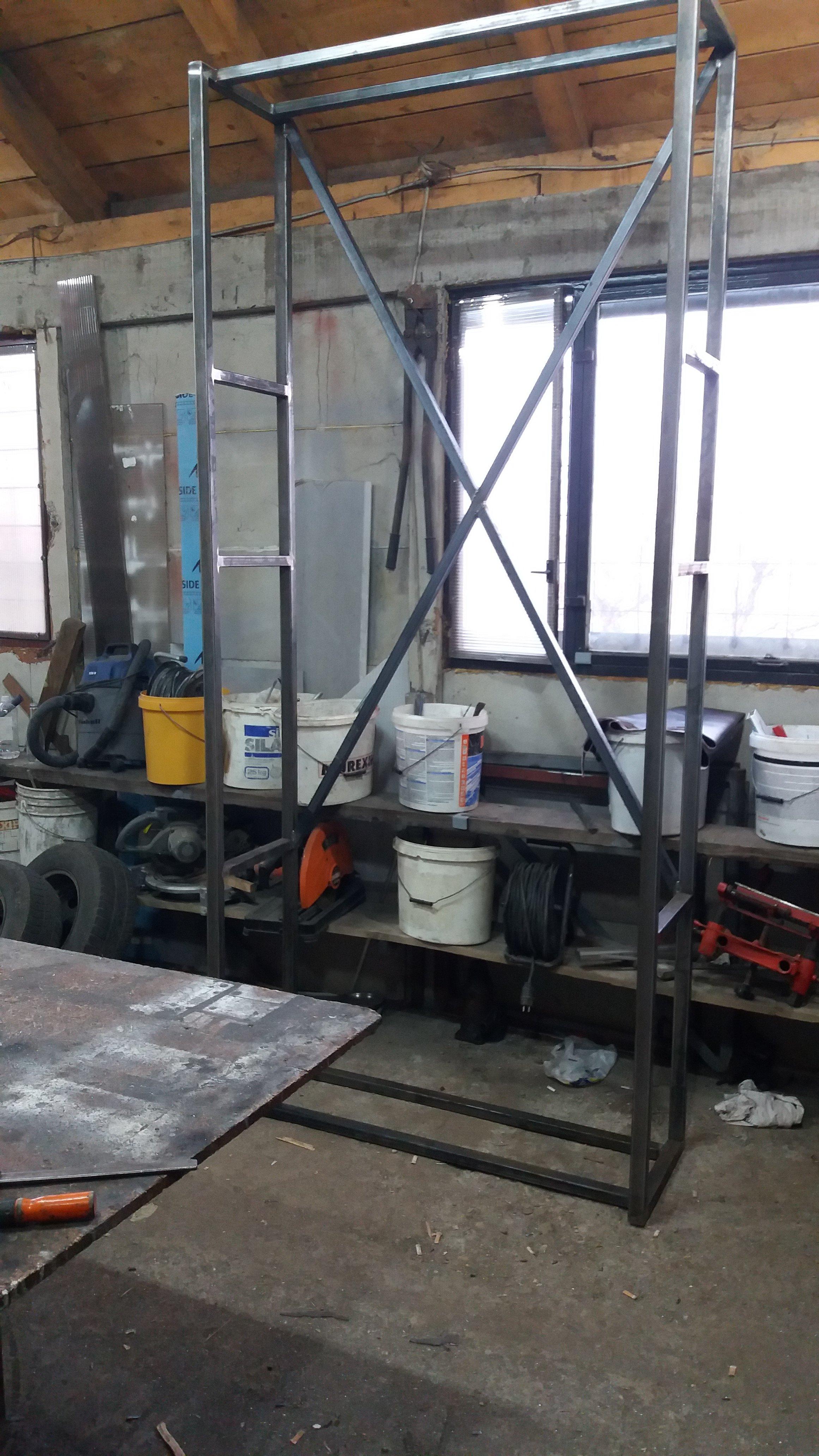 Izrada metalne konstrukcije za plakar