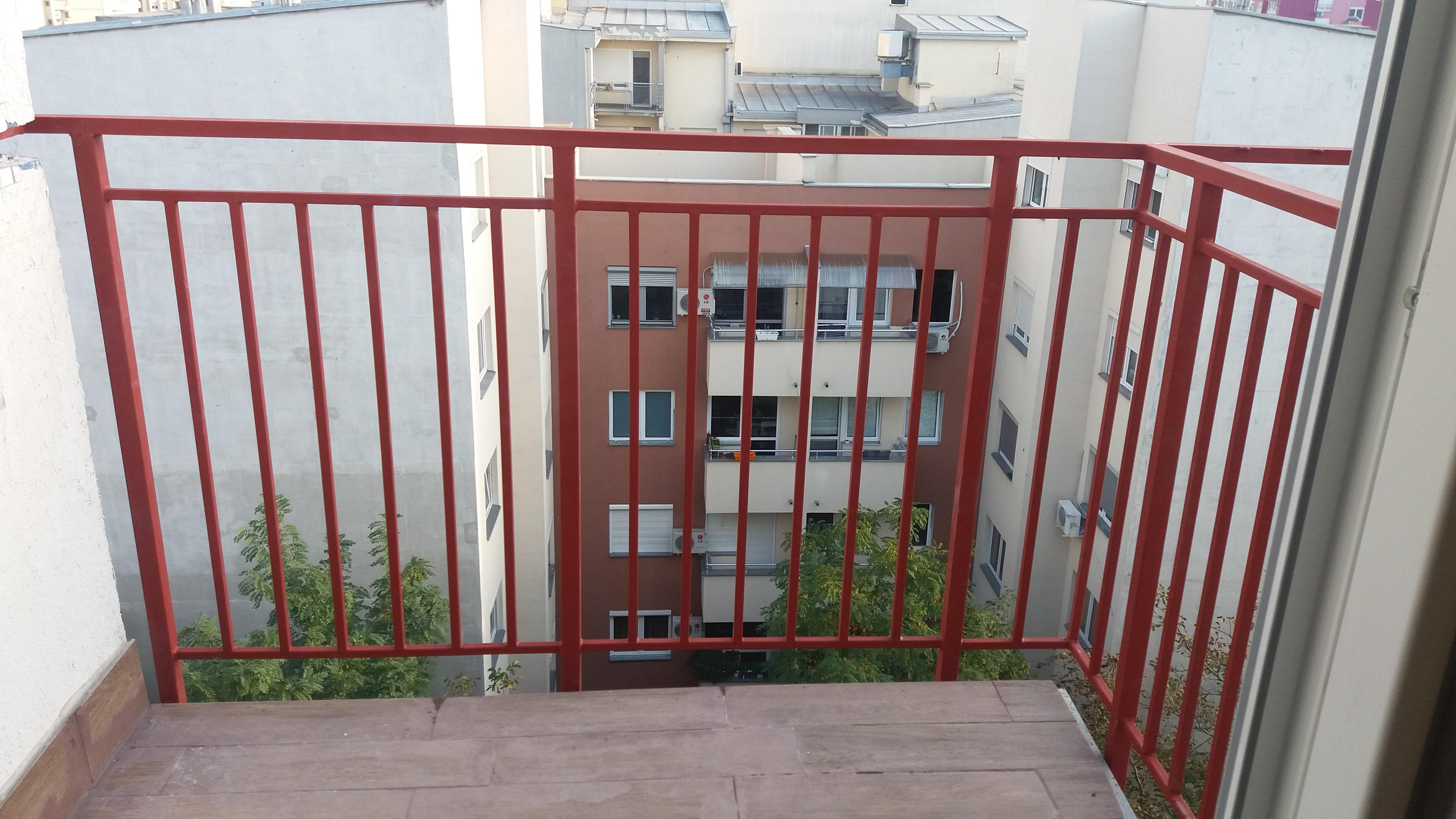 Metalna ograda na terasi