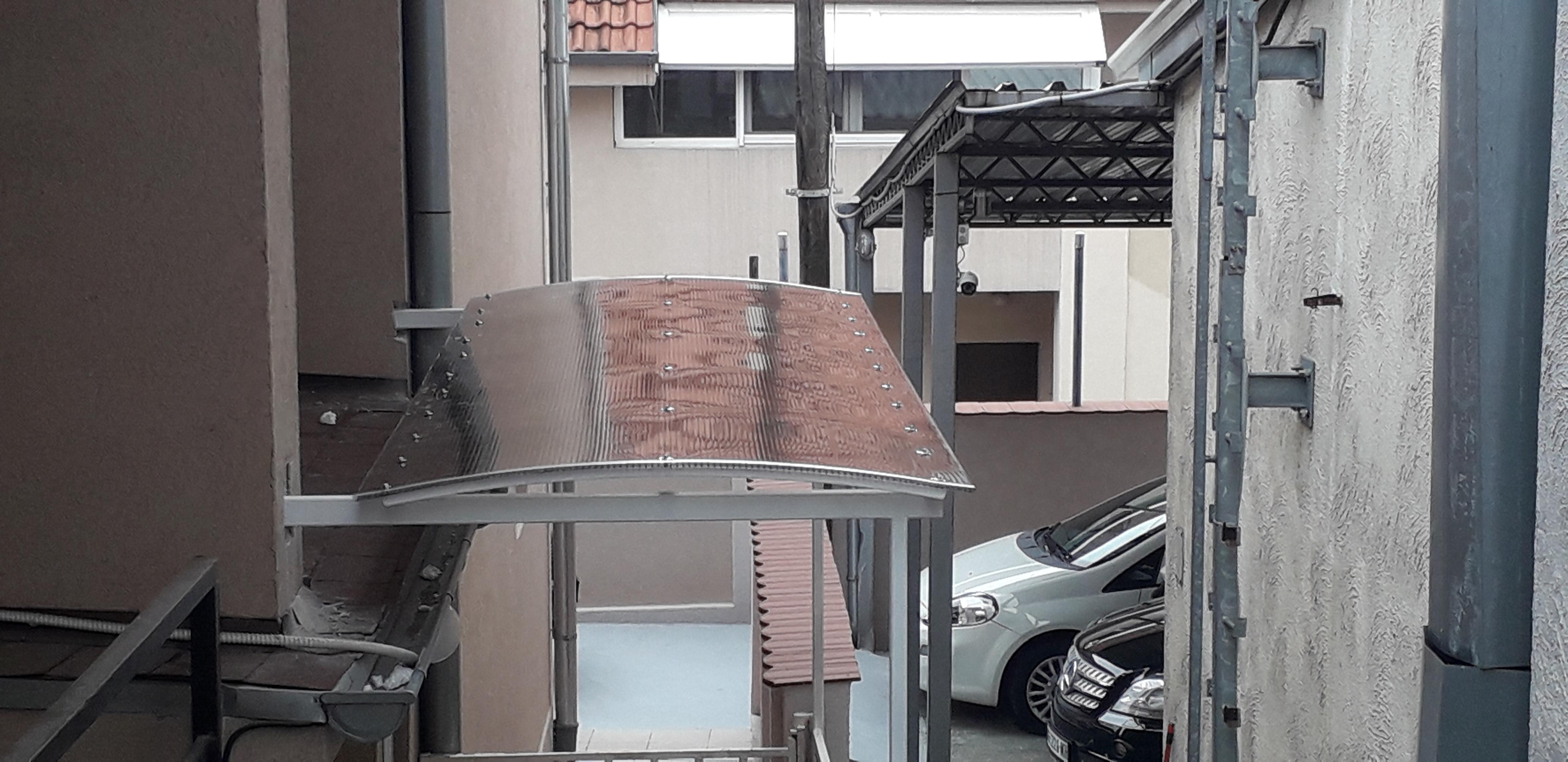 nadstrešnica ispred vrata