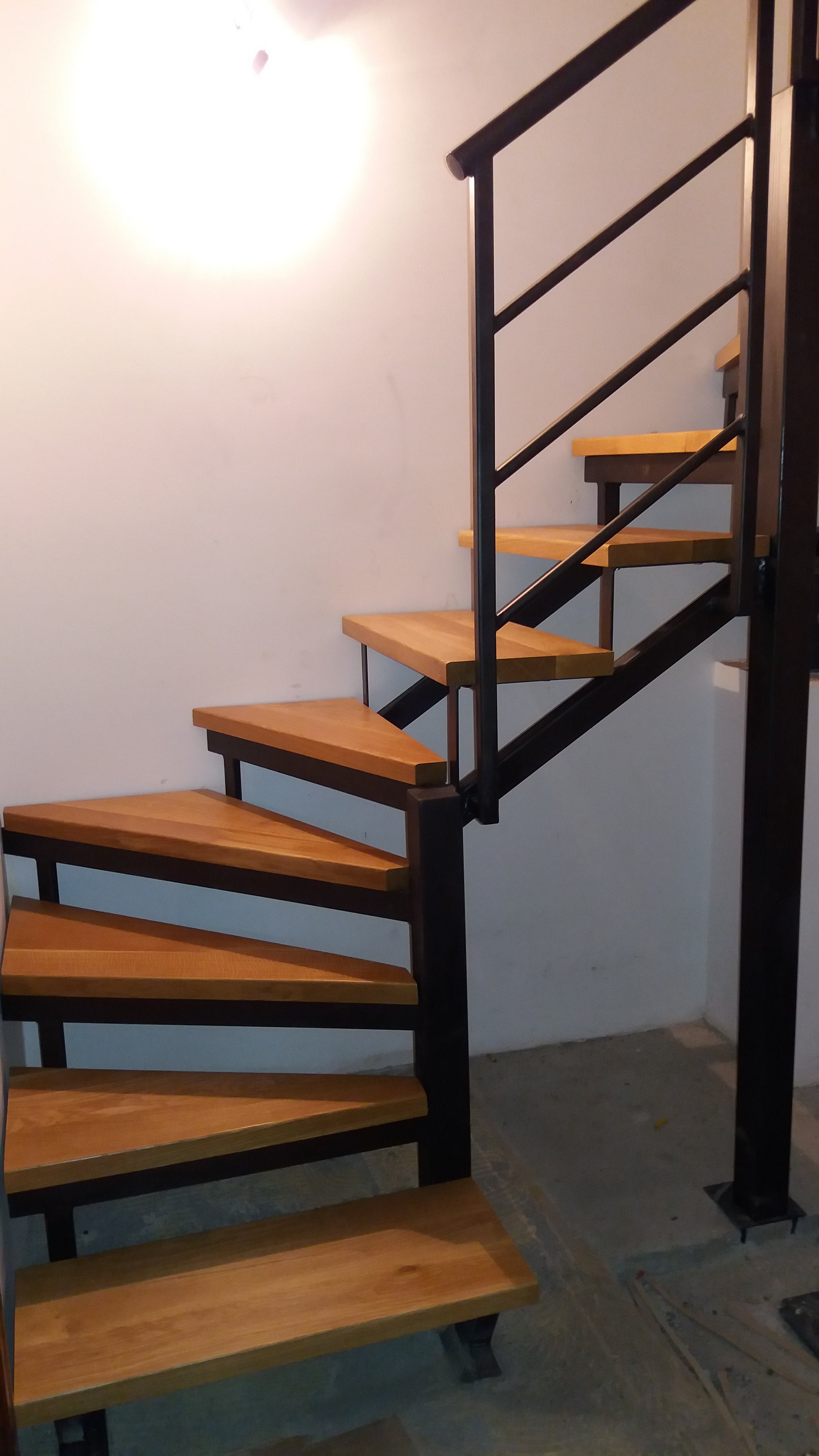 Metalne stepenice Kovin, Hrastova gazišta