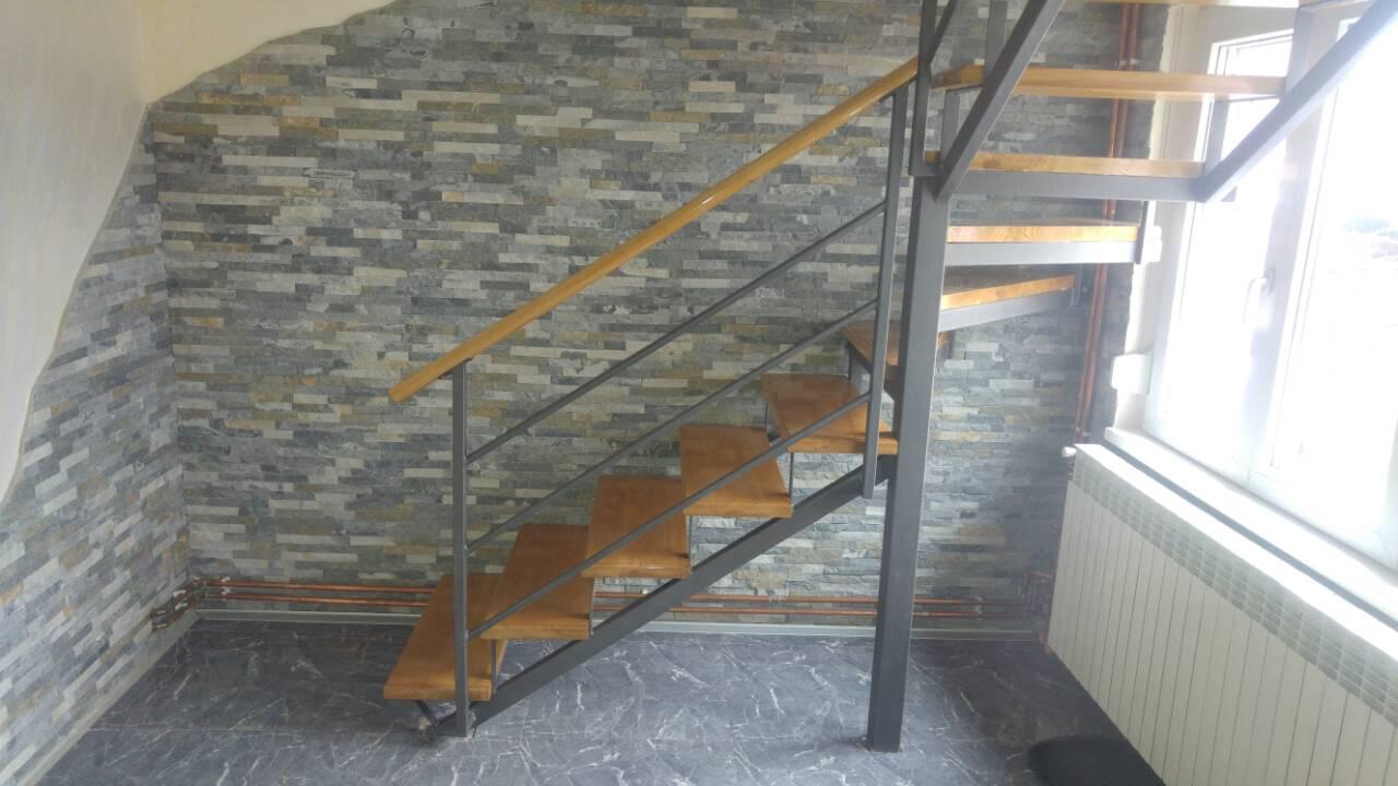 Metalne stepenice u stanu